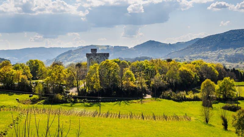 Castello di Arteaga nella riserva di biosfera di Urdaibai fotografia stock libera da diritti