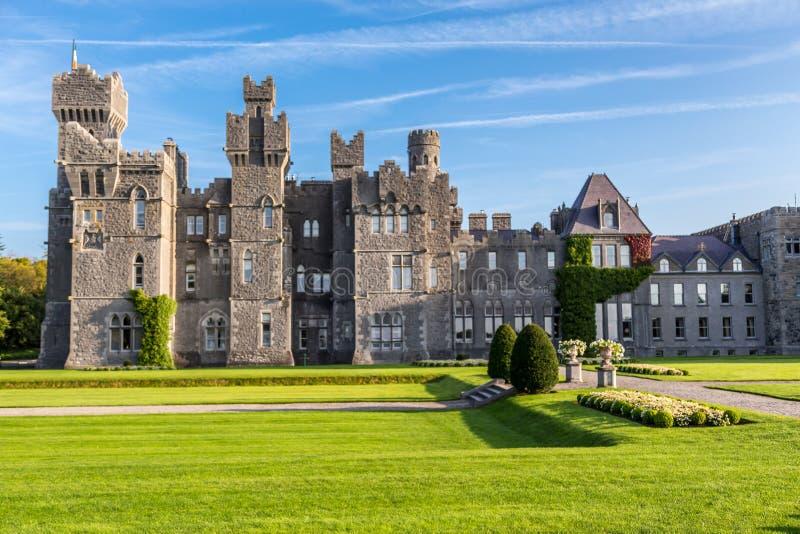 Castello di Ashford Un castello medievale costruito nel 1228 Mayo, Irlanda immagine stock