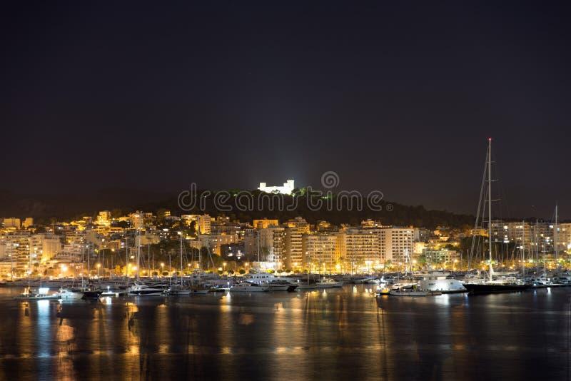 Castello di Bellver, Palma de Mallorca alla notte immagine stock libera da diritti