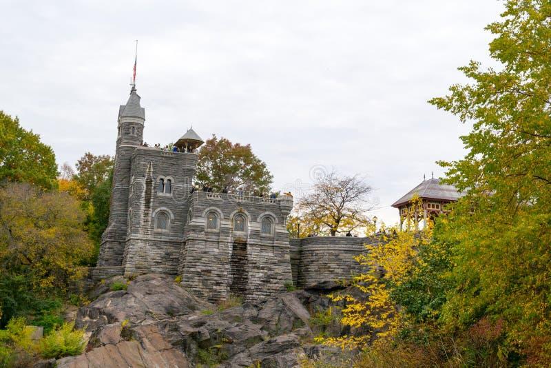Castello di belvedere sopra la roccia fotografia stock