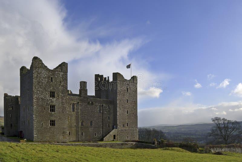 Download Castello di Bolton immagine stock. Immagine di nubi, campagna - 3890911