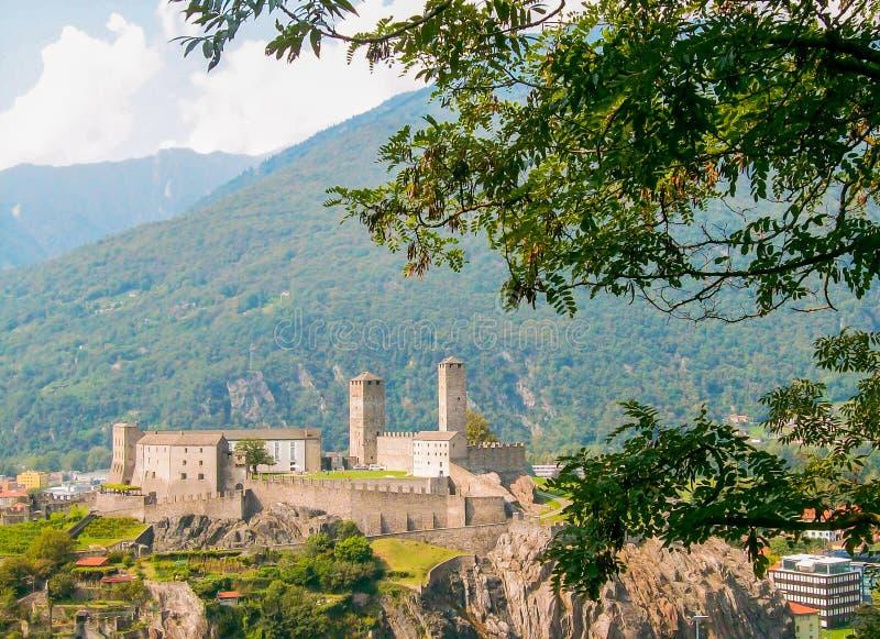 Castello di Castelgrande em Bellinzona, Suíça, vista panorâmica espetacular imagens de stock