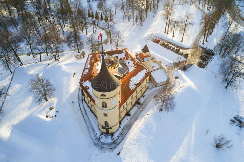 Castello di cui sopra del segnale acustico, giorno soleggiato di febbraio Pavlovsk, Russia fotografie stock