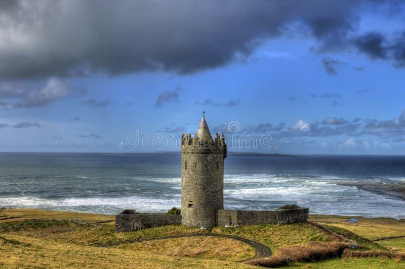 Castello di Doonagore in doolin, Irlanda. fotografia stock libera da diritti