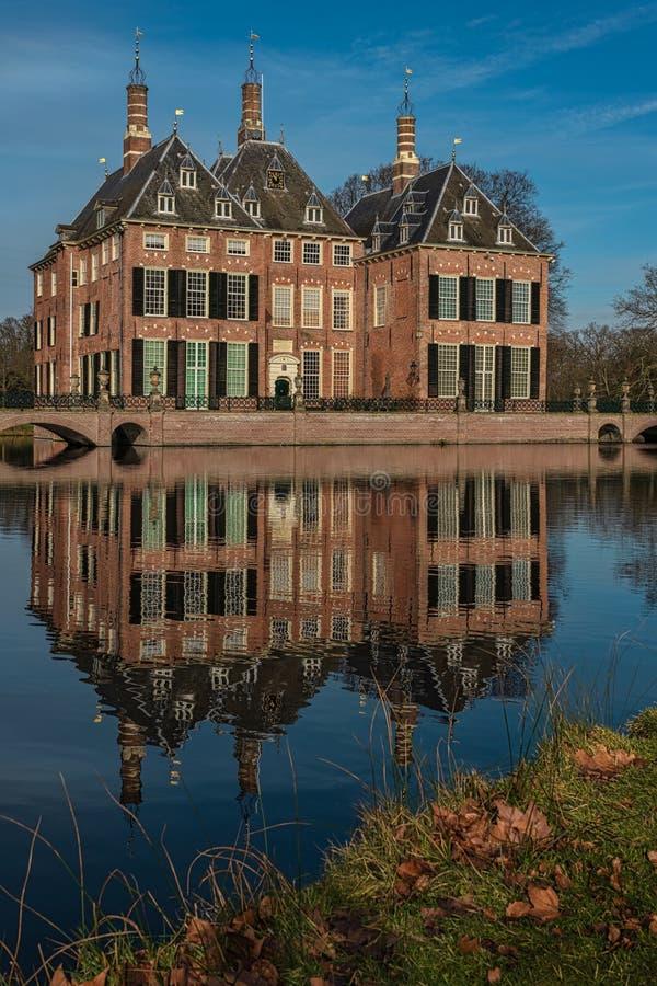 Castello di Duivenvoorde, Voorschoten, L'aia, Paesi Bassi - 20 febbraio 2019: Castello di Duivenvoorde su un pomeriggio soleggiat immagine stock libera da diritti