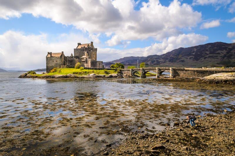Castello di Eilean Donan Paesaggio dello Scottish La Scozia, Gran Bretagna fotografia stock libera da diritti