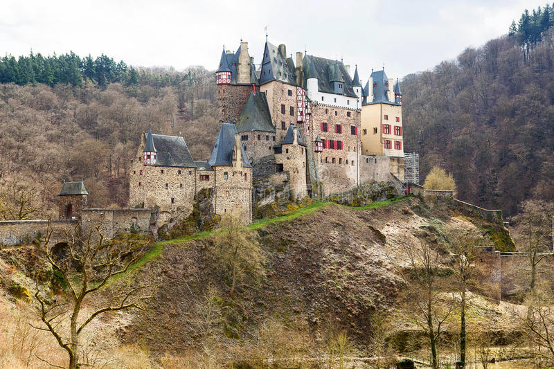 Download Castello Di Eltz, Un Castello Medievale Situato In Germania Fotografia Stock - Immagine di chateau, montagna: 56891776