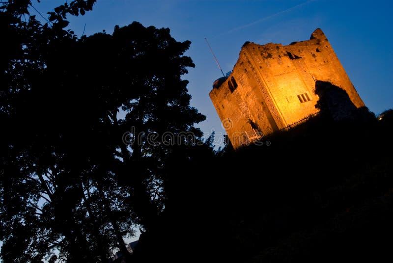 Castello di Guildford alla notte fotografia stock