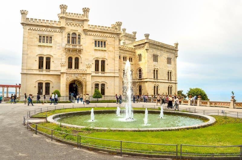 Castello di Miramare en italiano de Trieste - de Friuli Venezia Julia fotografía de archivo