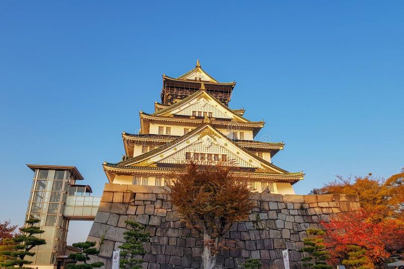 castello di Osaka in autunno al Giappone fotografia stock libera da diritti