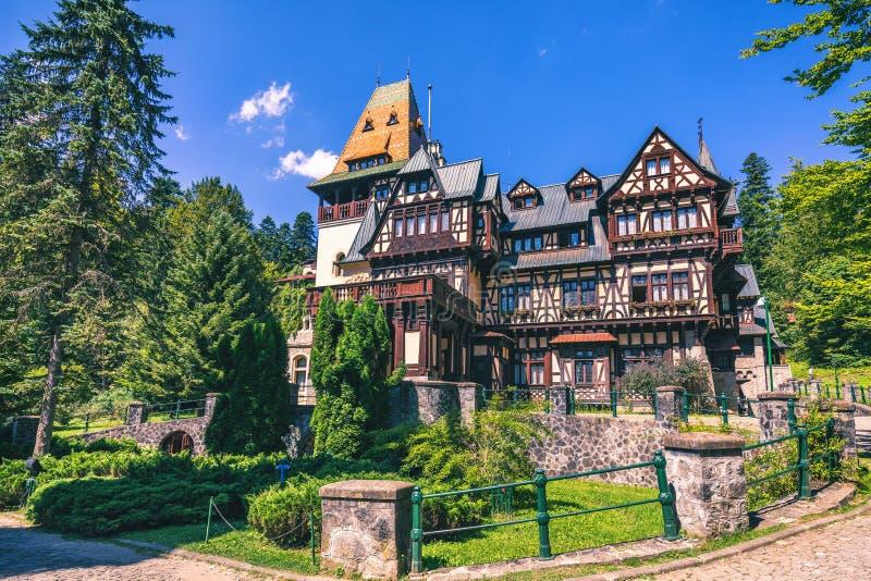 Castello di Pelisor, Sinaia, Romania Vista del castello famoso s di Pelisor fotografia stock