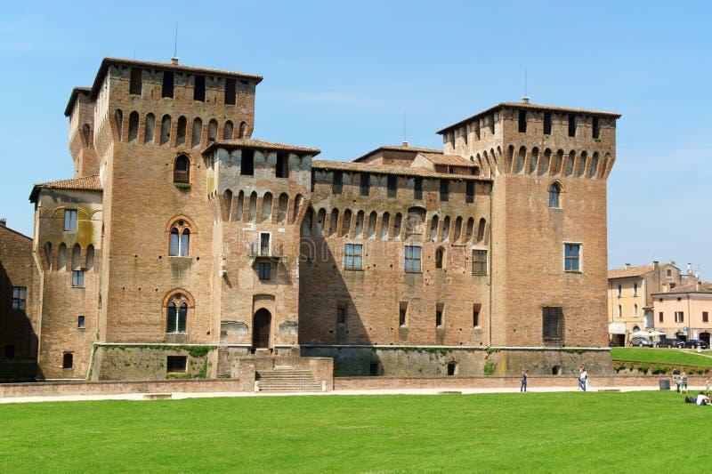 Castello di San Giorgio Palazzo Ducale (den hertigliga slotten) i Mantua, royaltyfria bilder