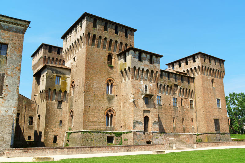 Castello di San Giorgio, Palazzo Ducale (hertiglig slott) i Mantua royaltyfria bilder