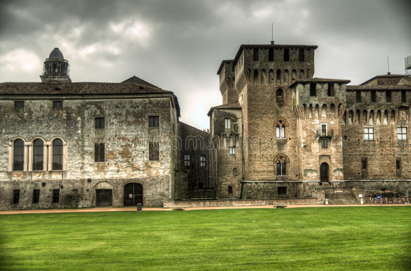 Castello di San Jorge (palacio ducal) en Mantua, Italia imagenes de archivo