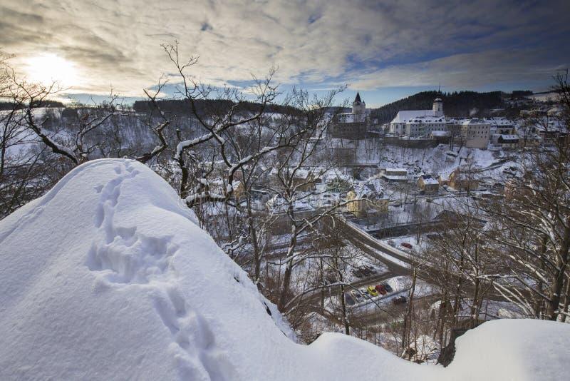 Castello di Schwarzenberg da Ottenstein nell'inverno immagini stock libere da diritti