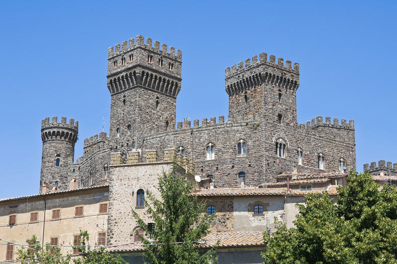 Castello di Torre Alfina. Il Lazio. L'Italia. immagine stock