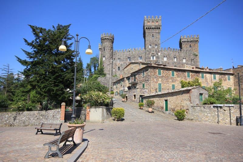 Castello di Torre Alfina. Il Lazio. L'Italia. fotografie stock