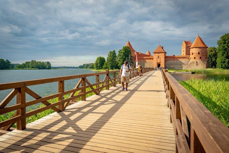 Castello di Trakai su un'isola del lago Galve, Lituania fotografia stock