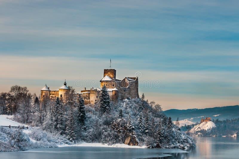 Castello durante la sera gelida, Polonia di Niedzica fotografia stock