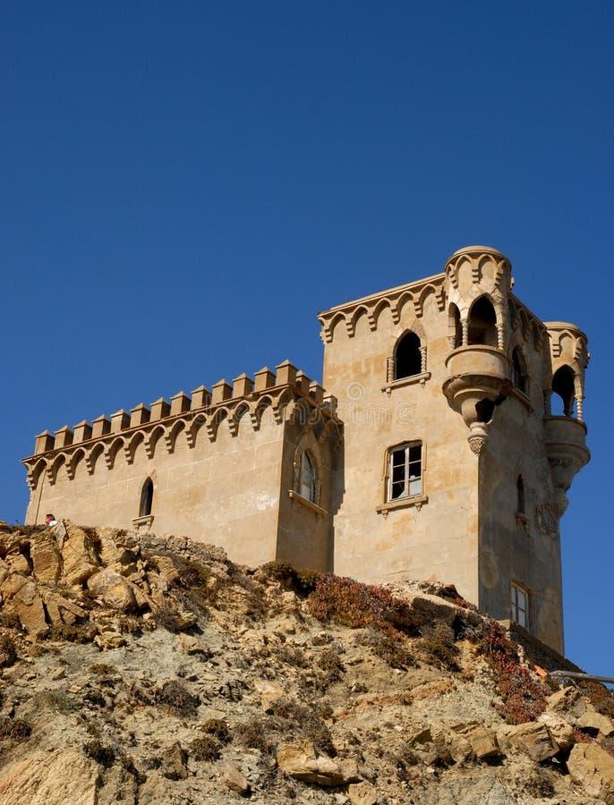 Castello e cielo a Tarifa in Spagna fotografie stock libere da diritti