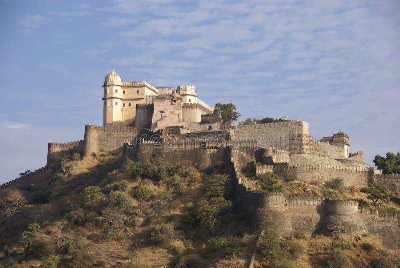 Castello e pareti fortificate di Kumbhalgarh immagine stock