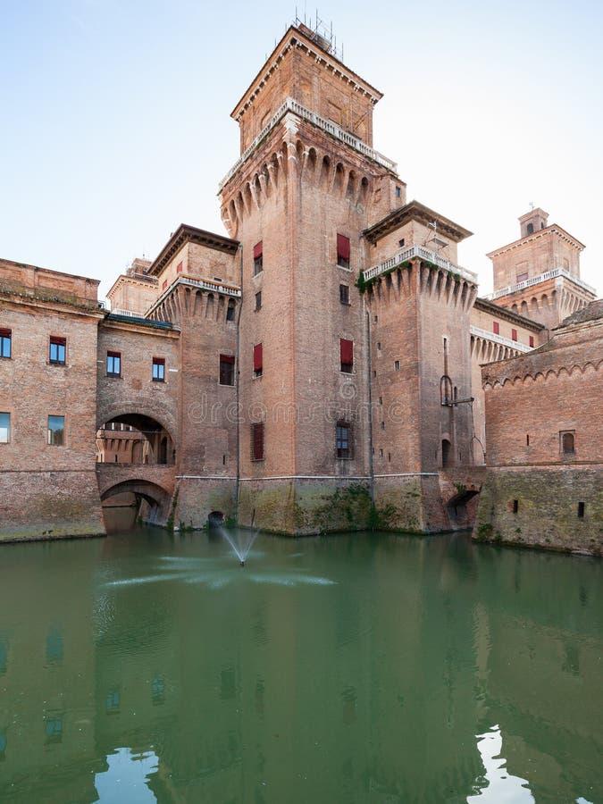 Castello Estense i den Ferrara staden royaltyfri foto