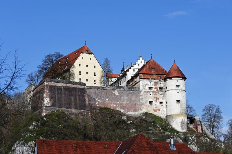 Castello Hellenstein in Heidenheim un der Brenz in Germania del sud contro un cielo blu con lo spazio della copia fotografia stock
