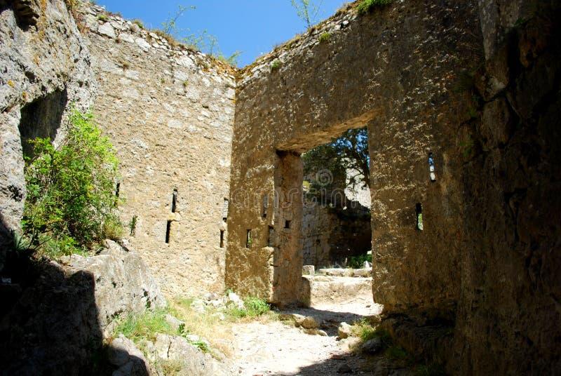 Castello interno di Puilaurens nel sud della Francia immagine stock libera da diritti