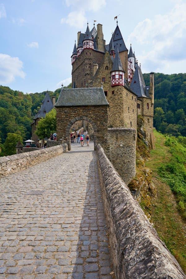 Castello medievale Burg Eltz di fiaba nella regione di Mosella di Germania fotografia stock libera da diritti