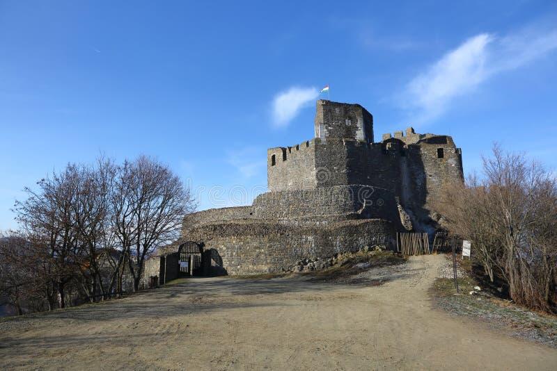 Castello medievale del XIII secolo in Holloko, Ungheria, il 3 gennaio 2016 fotografia stock libera da diritti