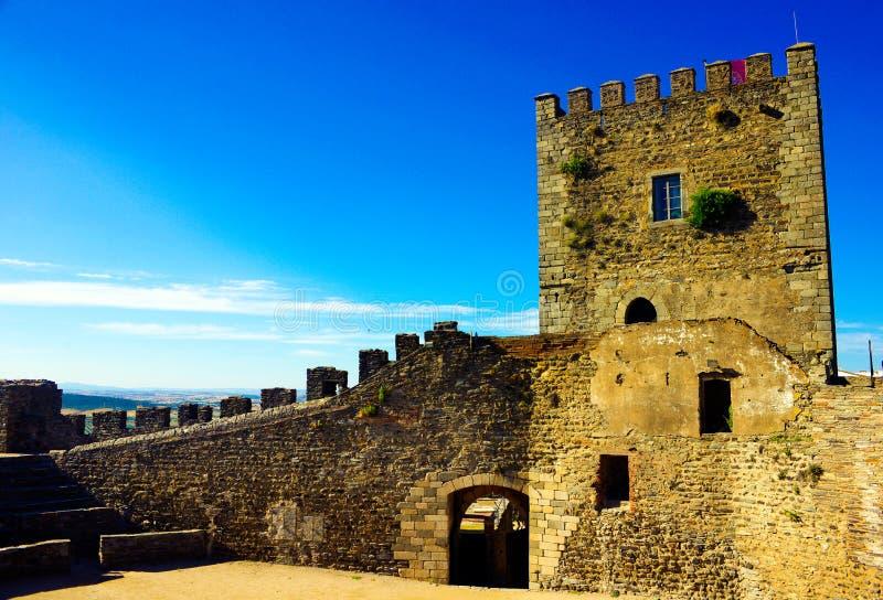 Castello medievale di Monsaraz, Rocky Walls interno, viaggio Portogallo fotografia stock libera da diritti
