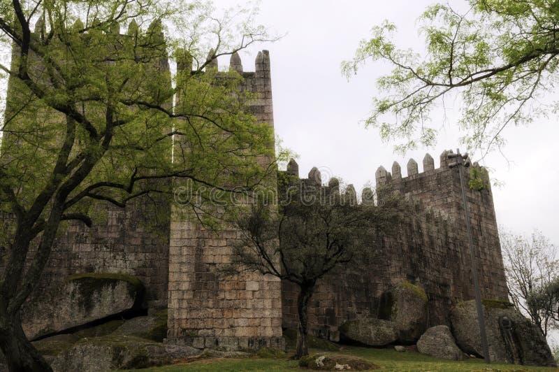 Castello medievale a Guimaraes immagini stock