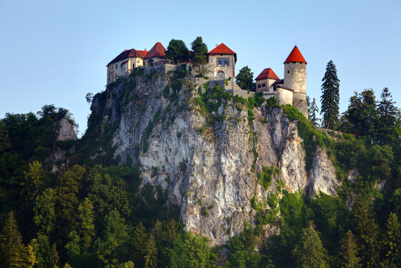Castello medioevale dell'sanguinato di fotografia stock libera da diritti