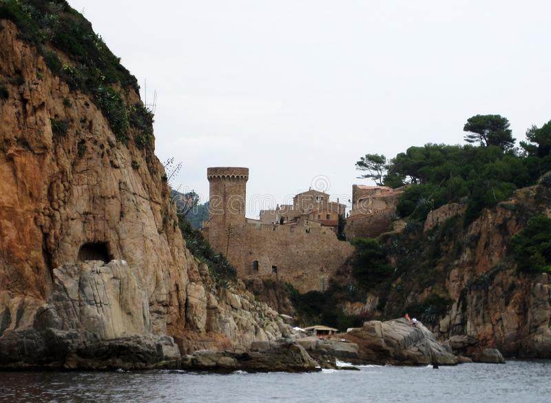 Castello nelle montagne spain Paesaggio della montagna Fondo adorabile fotografie stock