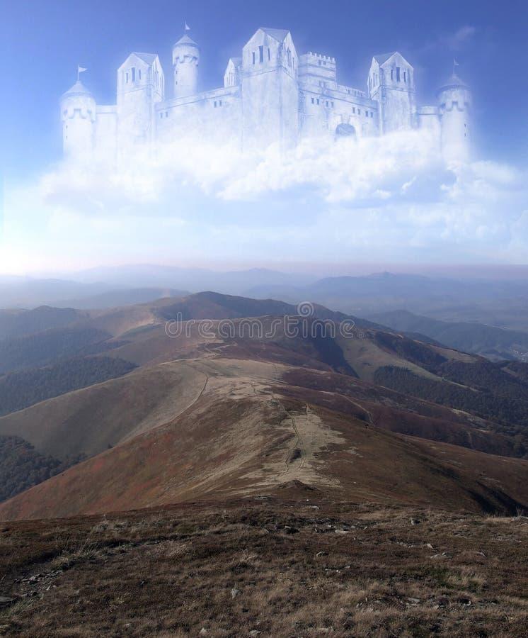 Castello nelle nubi royalty illustrazione gratis