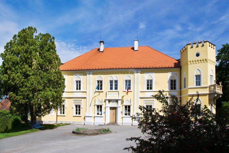 Castello neogotico dal 1650, città Petrovice, regione della Boemia centrale, repubblica Ceca fotografia stock
