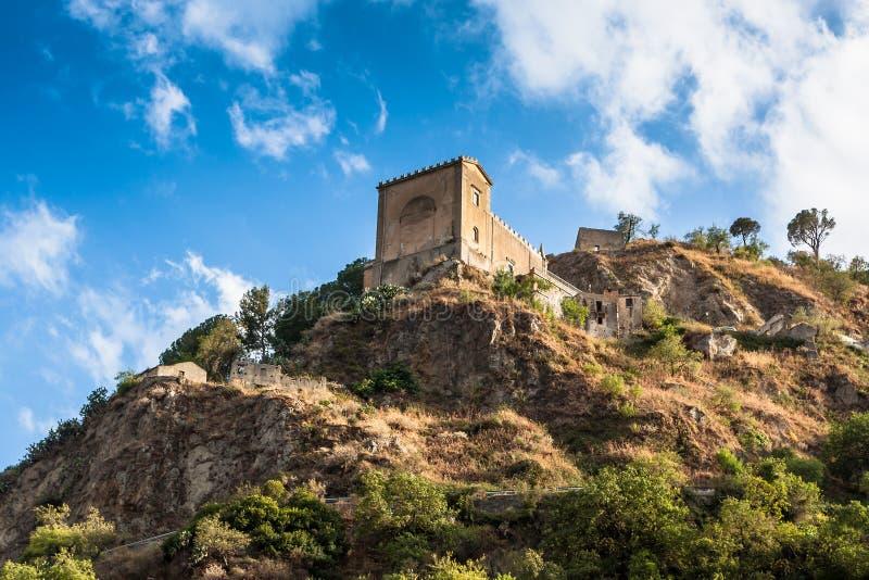 Castello Normanno in d'Agro di Forza sicily immagini stock