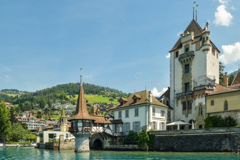Castello Oberhofen sul lago Thun in Svizzera fotografie stock
