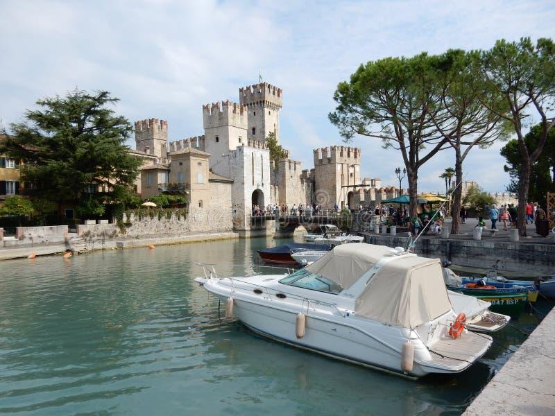 Castello Scaligero, Sirmione, Италия стоковое фото