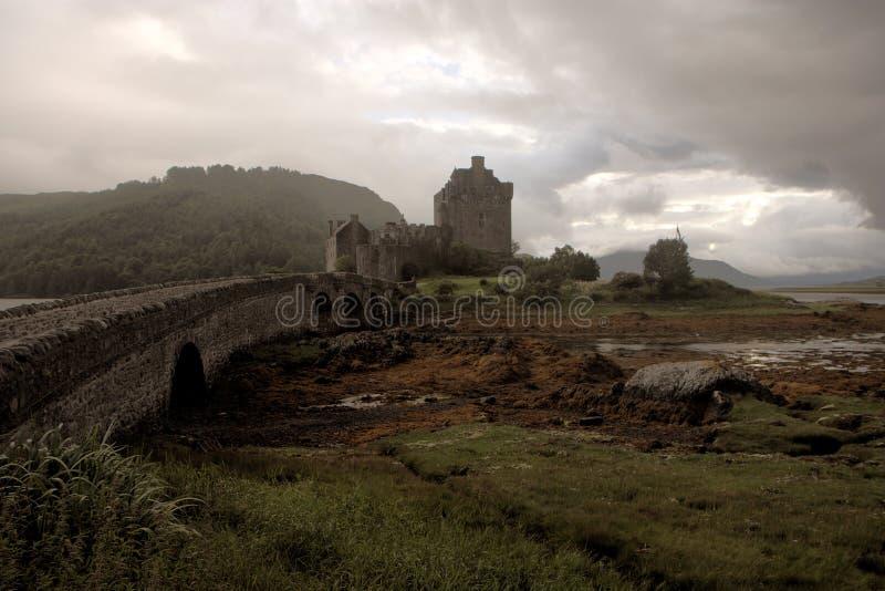 Castello scuro di Eilean Donan - immagine di HDR immagini stock