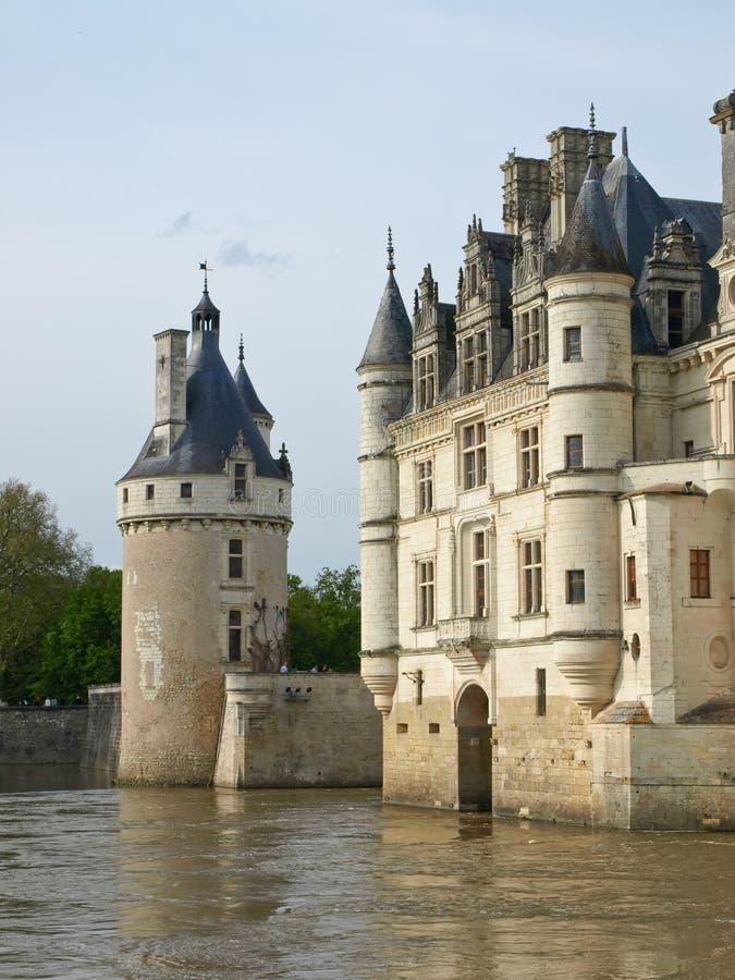 Castello sopra il fiume fotografia stock libera da diritti