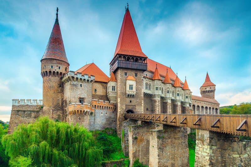 Castello storico famoso meraviglioso di Corvin in Hunedoara, la Transilvania, Romania, Europa fotografia stock