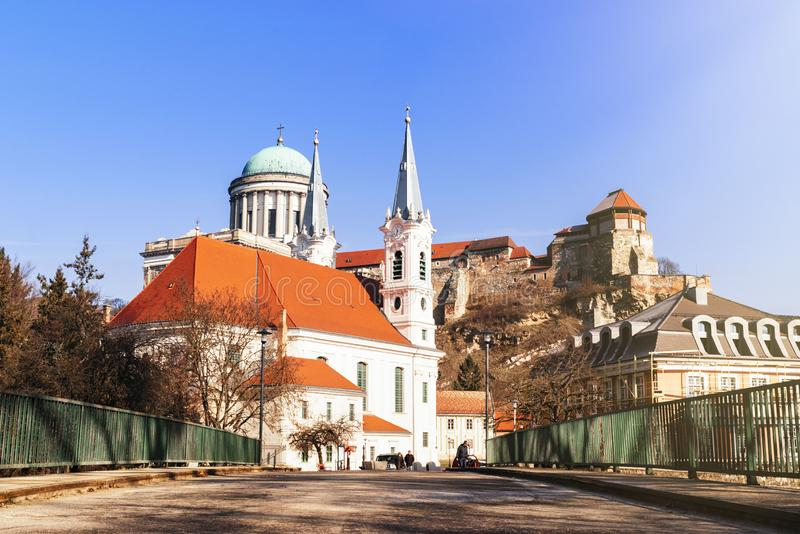 Castello in Ungheria Cattedrale all'ovest La più grande chiesa in Ungheria Vista di una basilica di Esztergom, cattedrale all'ove immagini stock