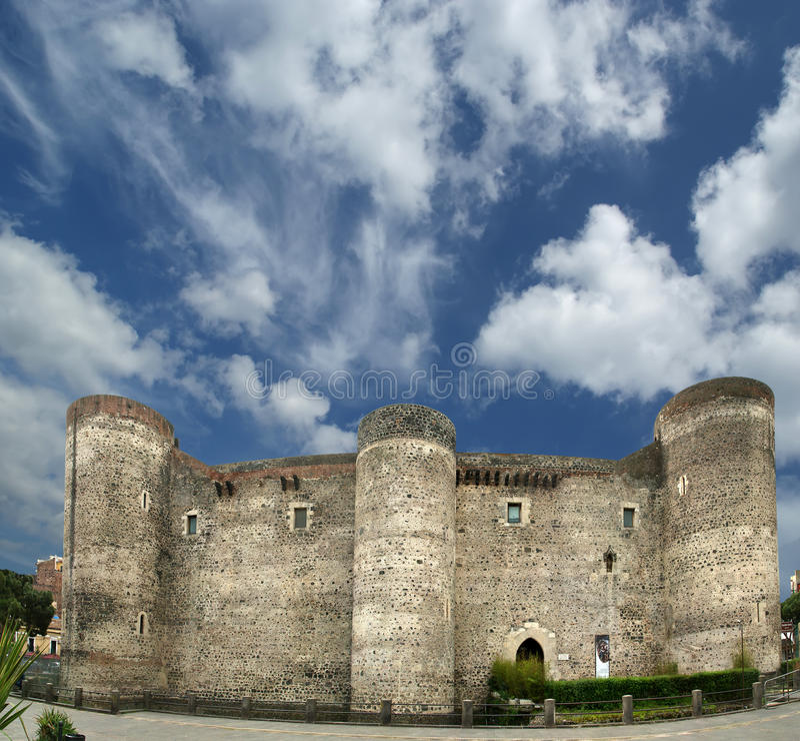 Castello Ursino ist ein Schloss in Catania, Sizilien lizenzfreie stockbilder