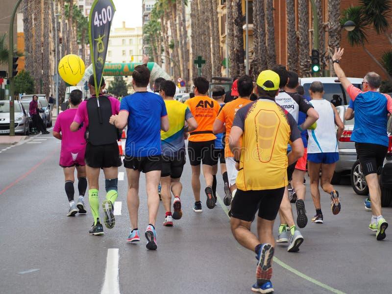 Castellon, Espanha 24 de fevereiro de 2019 corredores durante uma raça de maratona fotografia de stock royalty free