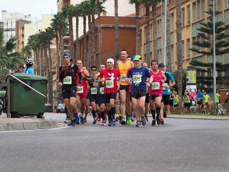 Castellon, Hiszpania Luty 24th, 2019 biegacze podczas maraton rasy obraz stock