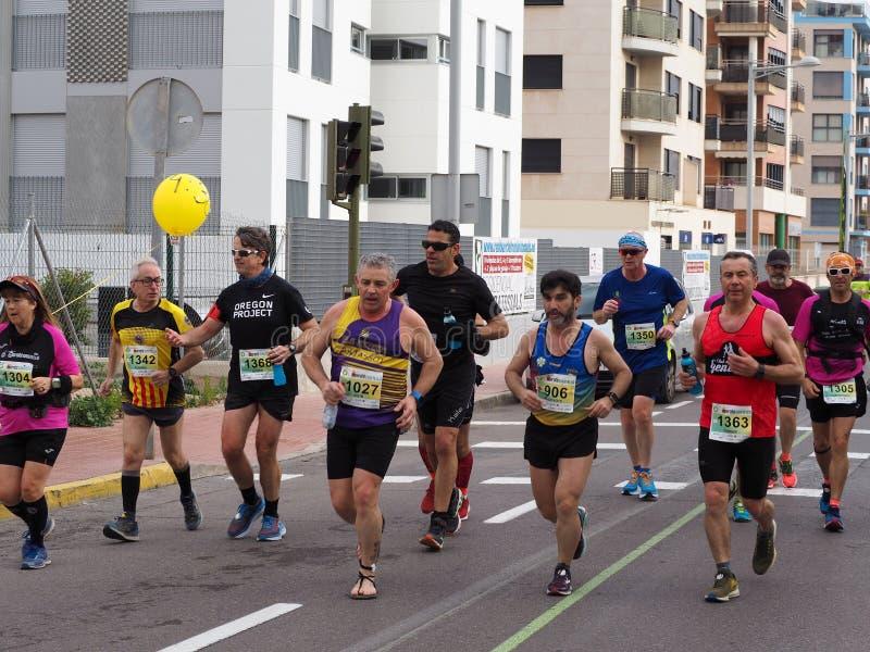 Castellon, Hiszpania Luty 24th, 2019 biegacze podczas maraton rasy obrazy stock
