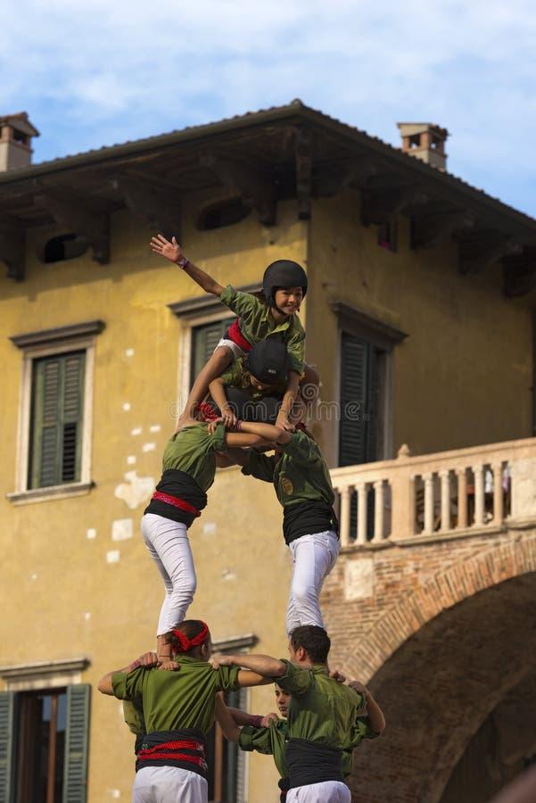 Castellsprestaties - Menselijke Toren royalty-vrije stock afbeelding