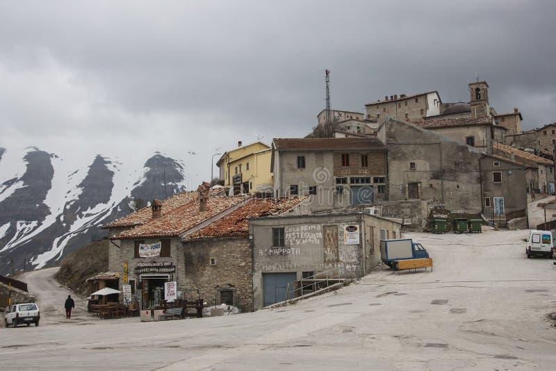 Castelluccio de Norcia antes del terremoto devastador en centavo foto de archivo