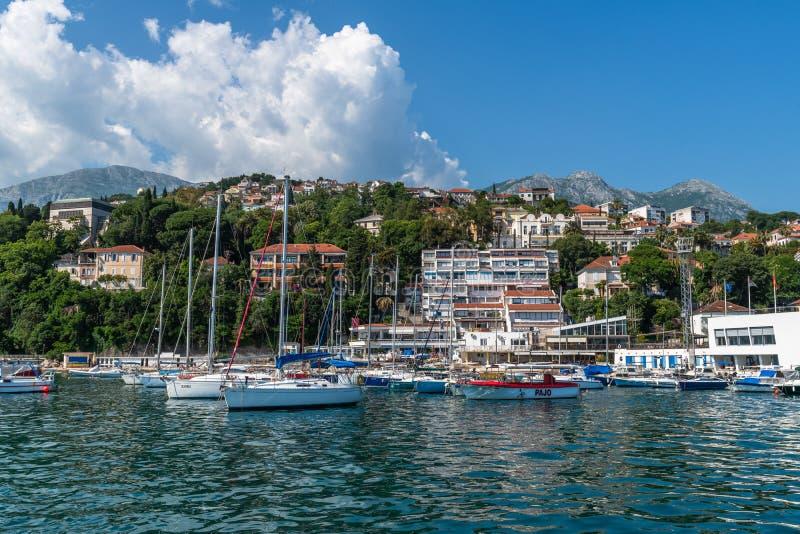 Castelnuovo, Montenegro - 10 giugno 2019 Panorama della citt? dal mare immagini stock libere da diritti
